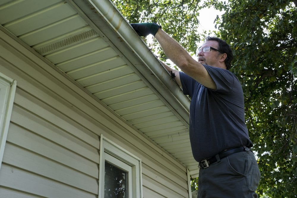 cleaning gutters dupage home services 1000